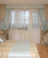 фото штор в спальную комнату с бандо из двухсторонней ткани