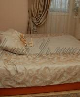 пледовое покрывало с подушками