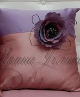 фото подушки с маком из сиреневой тафты