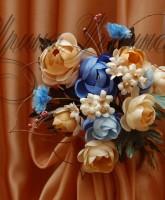 цветочная композиция для декорирования штор в сине бежевой цветовой гамме
