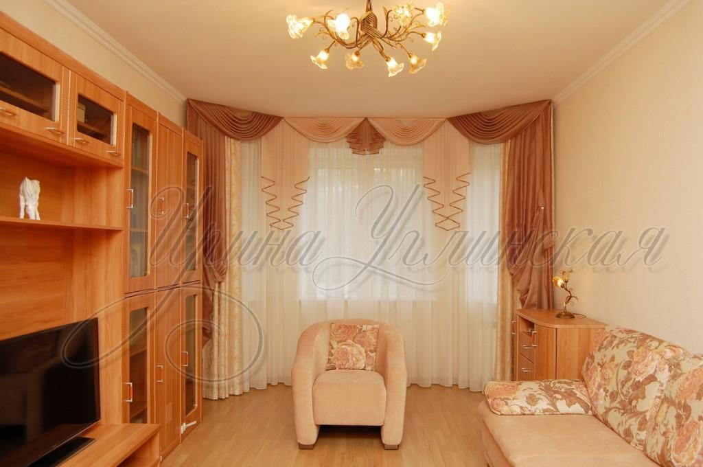 фотография штор для гостиной на эркерное окно