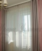 шторы для спальни в серо-розовой цветовой гамме